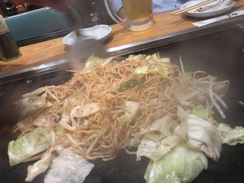 仙川「蓮花亭」焼きそば調理中