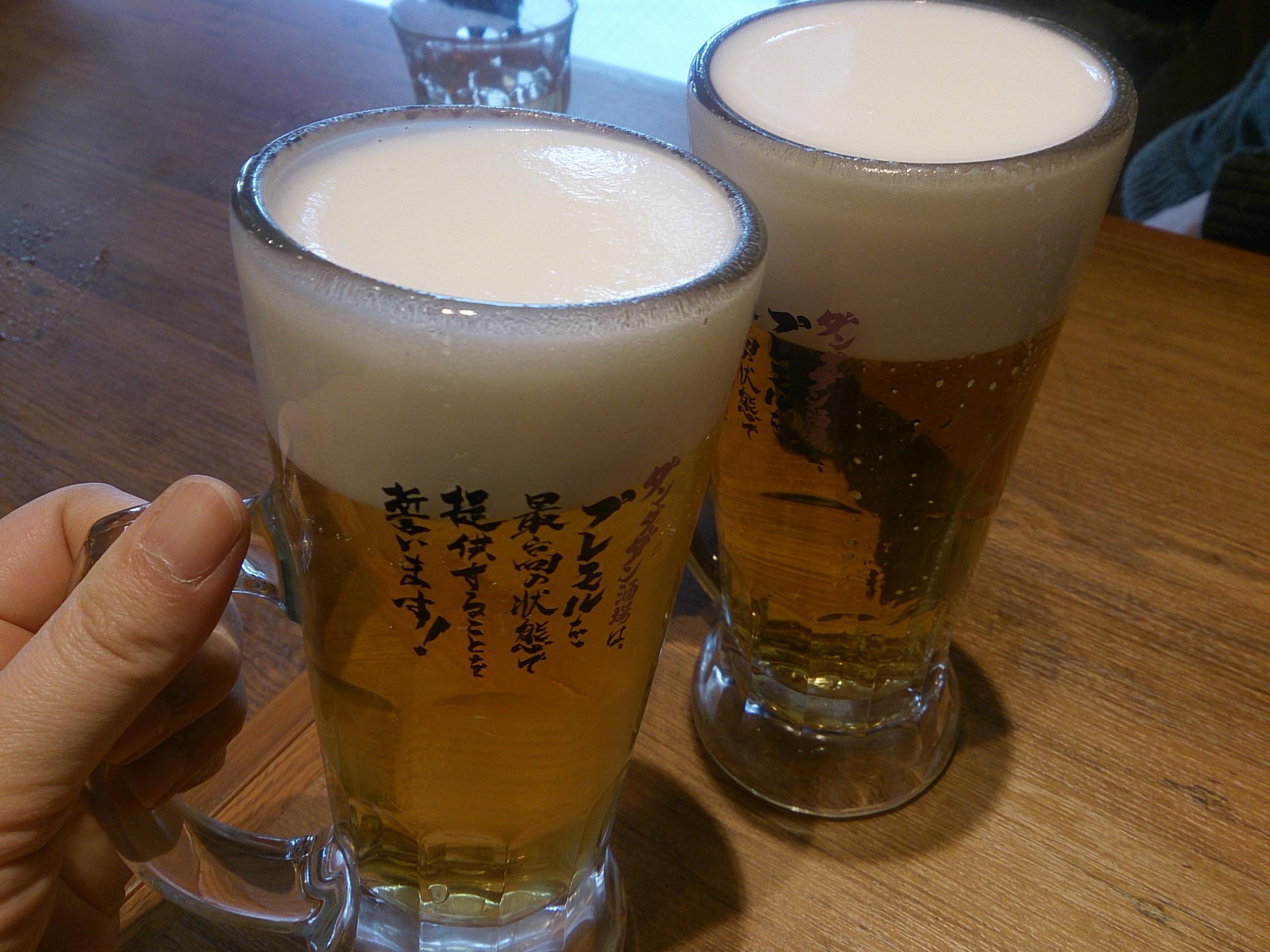 調布「肉汁餃子製作所ダンダダン酒場」生ビール
