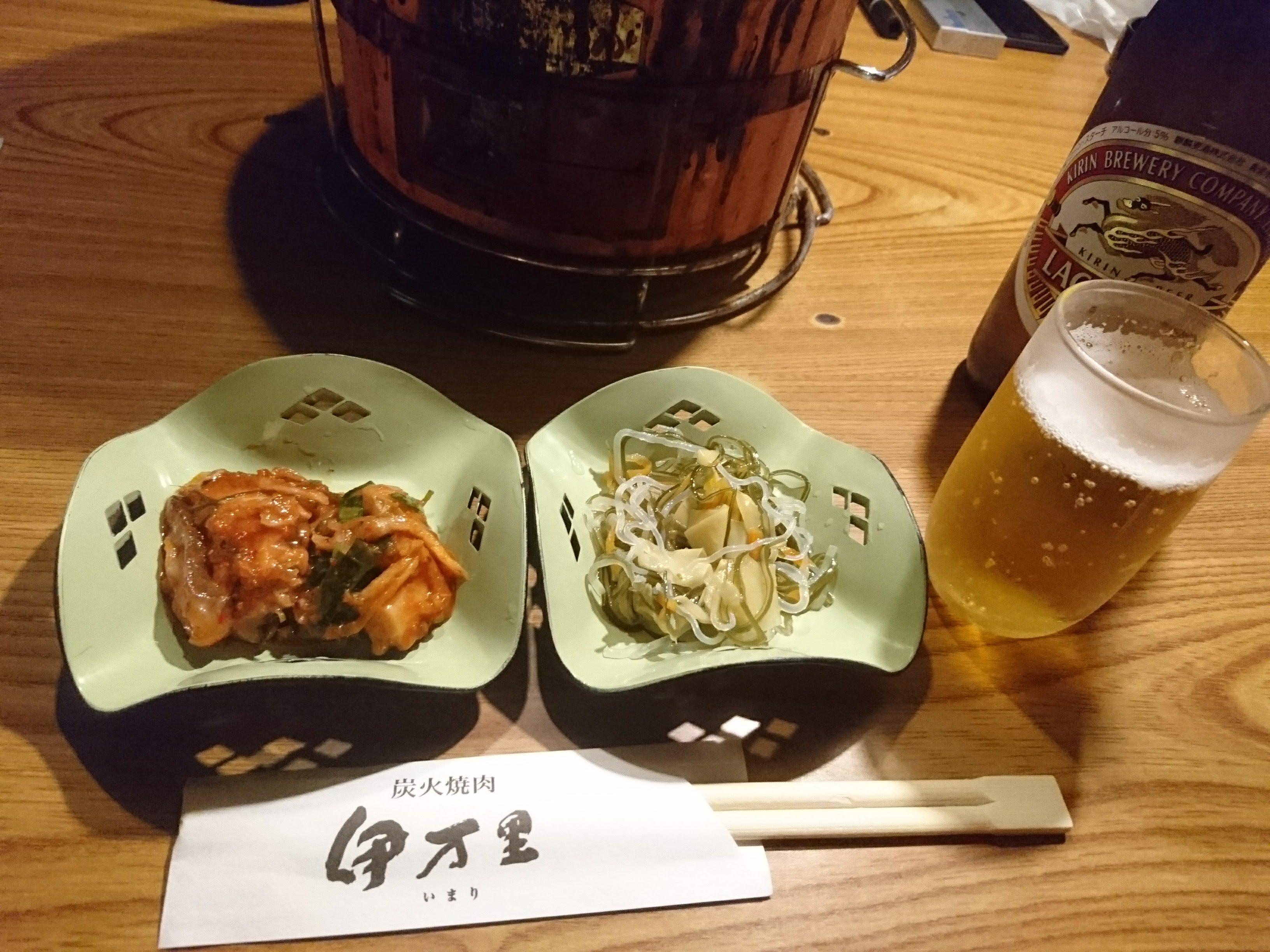 府中「炭火焼肉 伊万里(いまり)」小鉢2種と瓶ビール