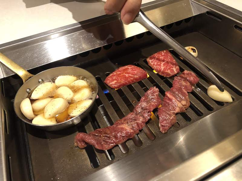 千歳烏山「焼肉 東京苑」焼肉とニンニクオイル