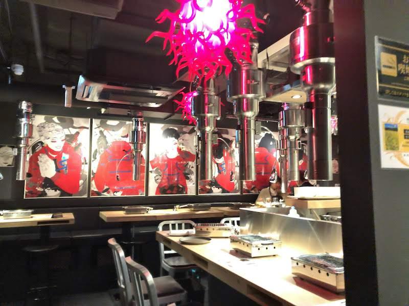 渋谷「焼肉 金タレ」きらびやかな店内