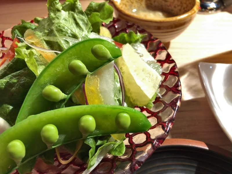 渋谷「焼肉 金タレ」季節野菜の酵素サラダ:550円(税抜)