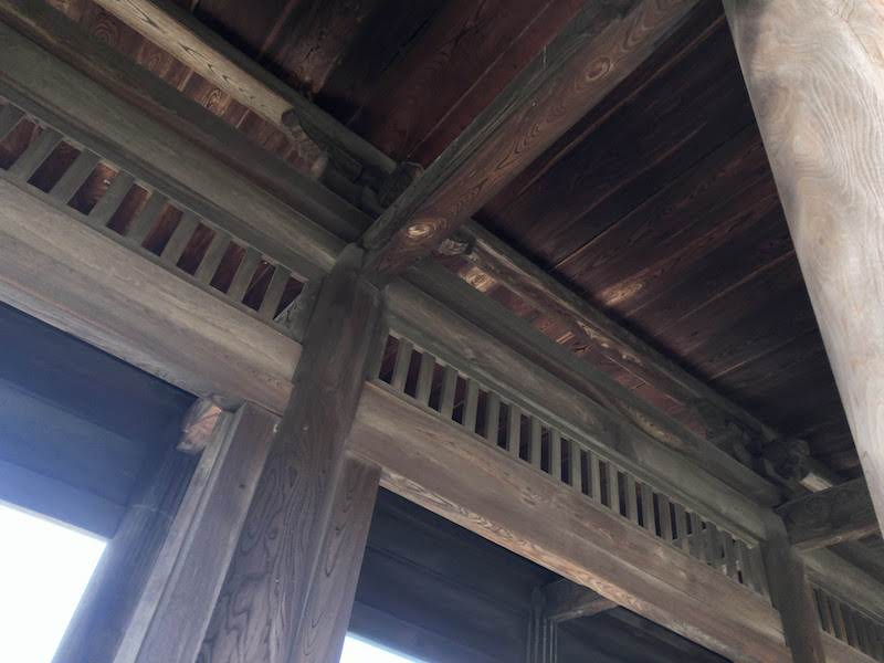 多磨霊園「東郷寺」真下から見上げる山門