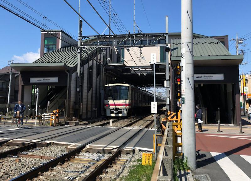 京王線 多磨霊園駅「橋上駅舎」