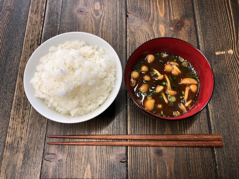 調布「鉄板バル AKICHIランチ」御飯と味噌汁
