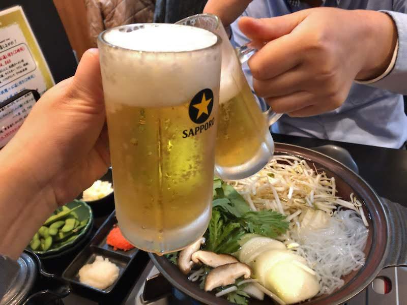 新宿「金の目」乾杯のビール
