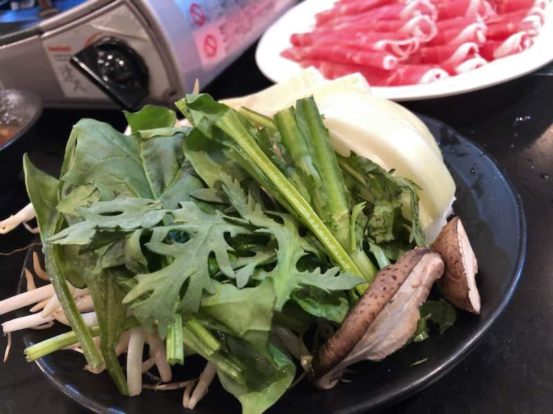 新宿「金の目」野菜盛り