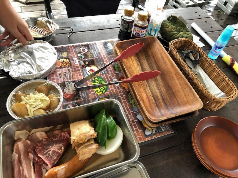 京王多摩川「バーベキュービレッジ」テーブルの食材