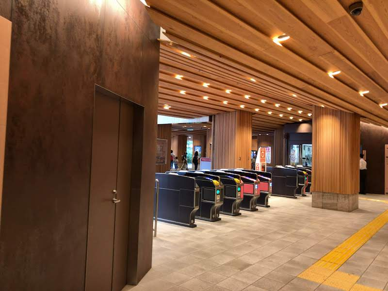高尾山口「極楽湯」改札口の造り