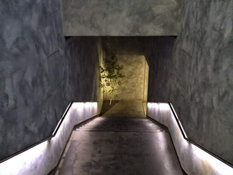 高尾山口「極楽湯」通路階段