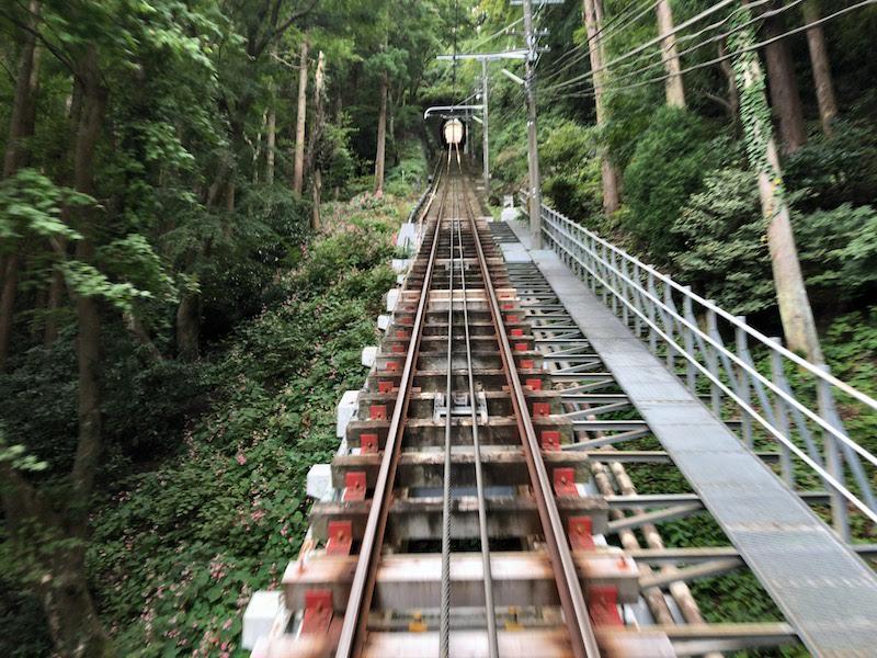 高尾山「1号路 登山」ケーブルカー車中からの景色